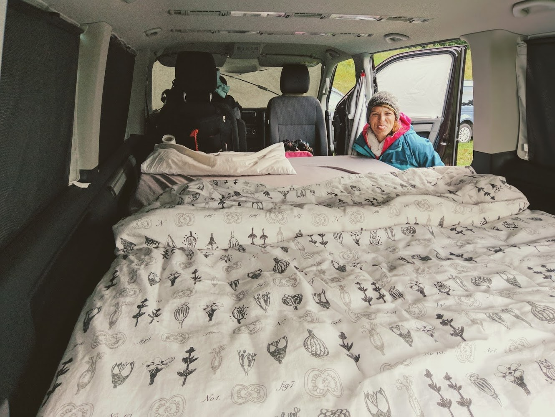 Queensize-Bett im Multivan
